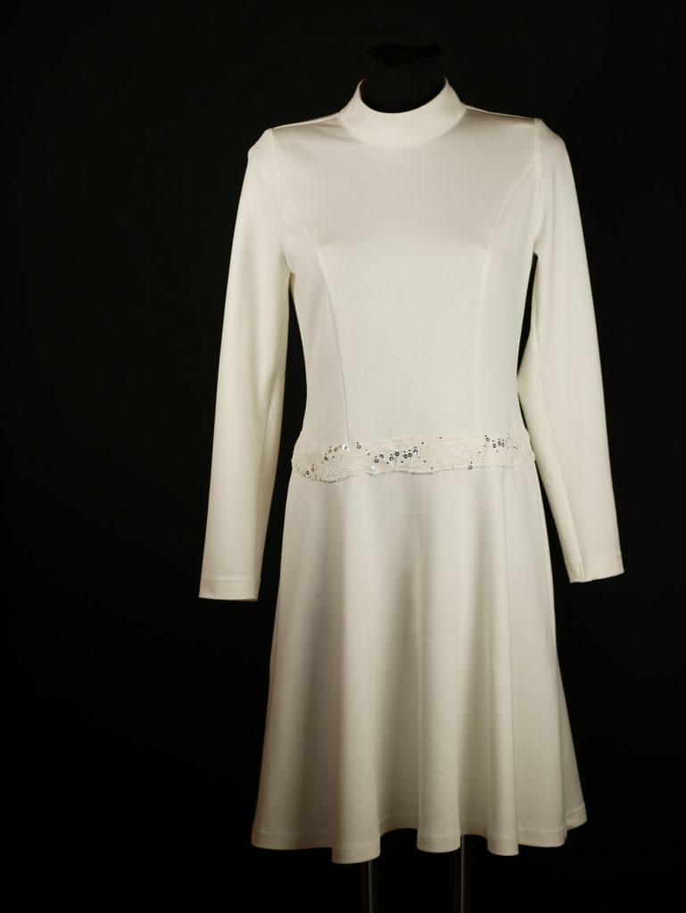 Kleid, cremeweiß, Jersey fest, weich, schön fallend, Landarm, vertiefter Rockansatz mit Spitzenborte.